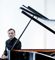 Stephen Hough, piano